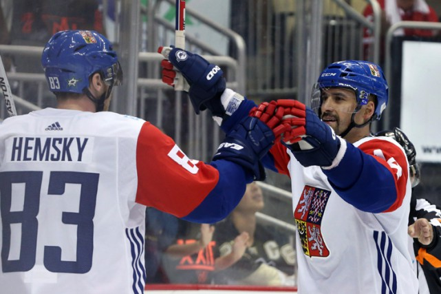 Tomas Plekanec célèbre son but avec son compatriote Ales... (PHOTO REUTERS)