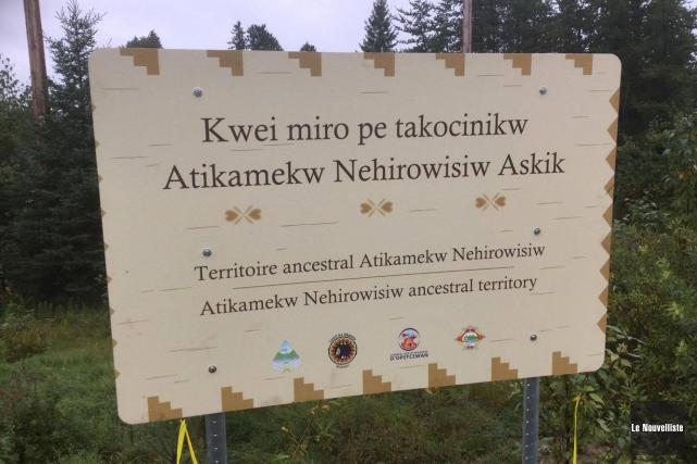 Le panneau indiquant le territoire du Nitaskinan a... (Audrey Tremblay, Le Nouvelliste)