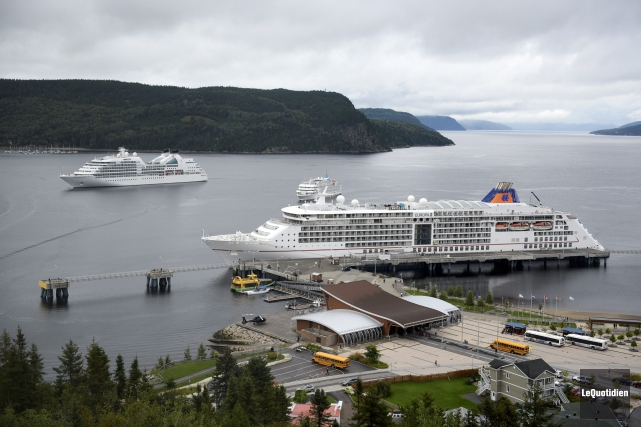 Mercredi, l'Europa 2, le Seabourn Quest et le... (Photo Le Quotidien, Jeannot Lévesque)