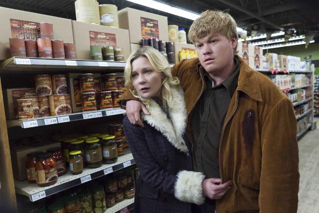 Kirsten Dunst et Jesse Plemonsdans la télésérie Fargo... (La Presse canadienne)