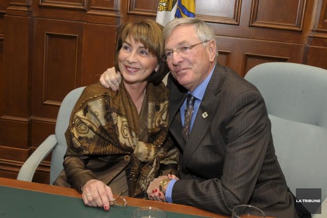 Accompagné par son épouse Nicole, Jean Perrault avait... (Archives, La Tribune)