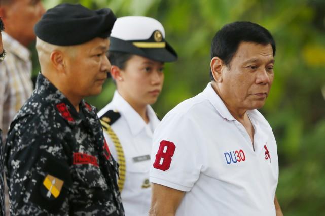 Rodrigo Duterte (à droite) est de longue date... (photo Bullit Marquez, AP)