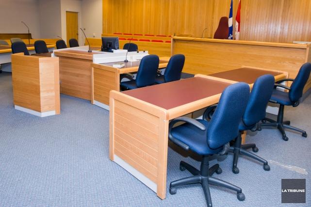 Accusé de menaces de mort à l'intérieur de la salle d'audience à l'endroit de... (Archives La Tribune, Jessica Garneau)