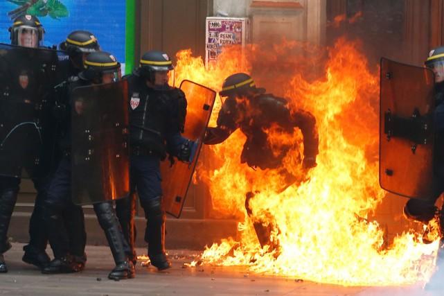 Un membre des forces de l'ordre a été... (photo Thomas SAMSON, AFP)