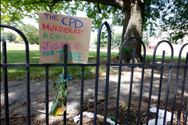 Une pancarte sur laquelle l'on peut lire: «Le... (photo Paul Vernon, AFP)