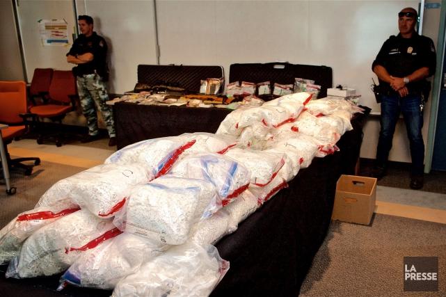 La police a notamment saisi plusieurs centaines de... (PHOTO ANDRÉ PICHETTE, LA PRESSE)