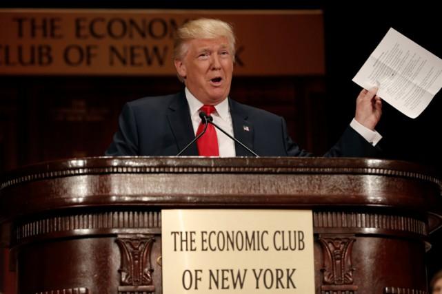 Donald Trump a pris la parole devantun parterre... (PHOTO REUTERS)