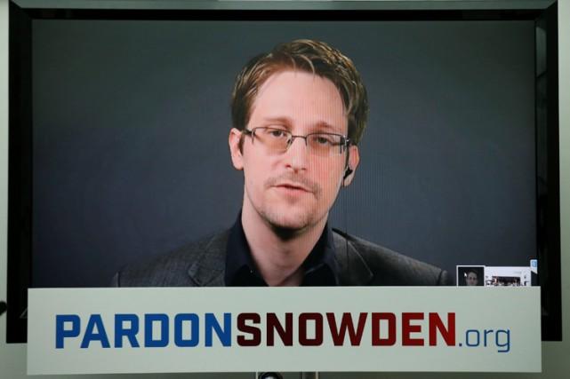 Par ses révélations, Edward Snowden a fait prendre... (PHOTO REUTERS)