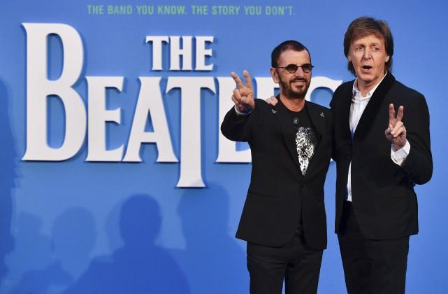 Paul McCartney et Ringo Starr, les deux ex-membres... (AFP, Ben Stansall)