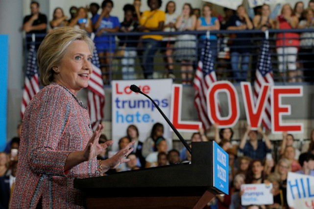 Hillary Clinton a rencontré ses partisans jeudi à Greensboro,... (PHOTO REUTERS)