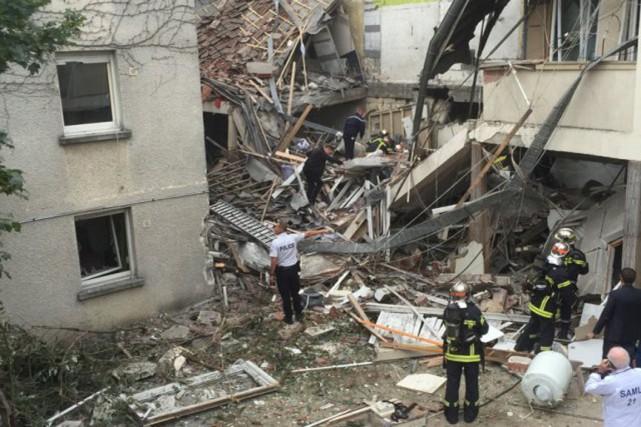 L'explosion est «probablement liée au gaz: il s'agit... (Photo prise par un riverain/Twitter)