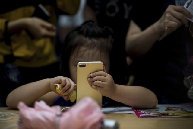 Apple peine à relever le défi d'une concurrence... (AFP, Johannes Eisele)