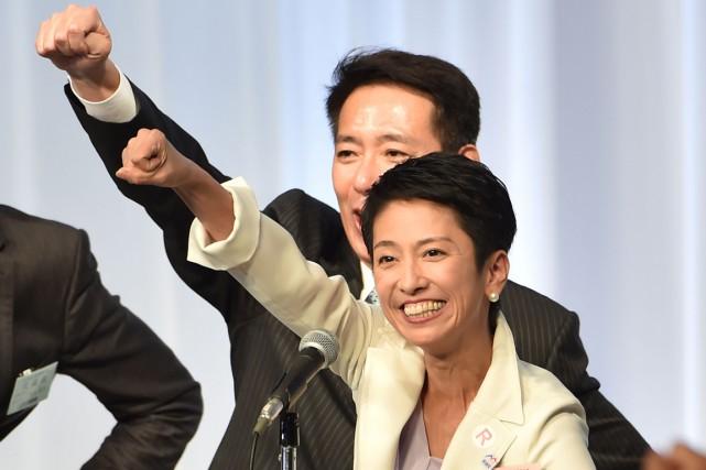Ancienne vedette de télévision au franc parler, Renho,... (photo KAZUHIRO NOGI, AFP)
