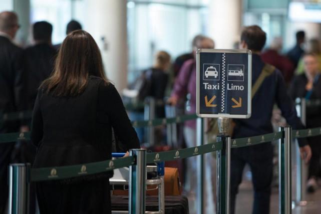 L'attente pour un taxi à l'aéroport Montréal-Trudeau peut... (Photo Olivier Jean, La Presse)