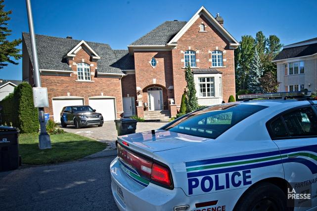 Les policiers ont érigé un périmètre dans le... (Photo Patrick Sanfaçon, La Presse)