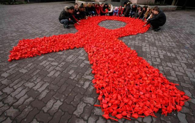 Aujourd'hui, 80% des personnes ayant été diagnostiquées séropositives... (PHOTO VLADIMIR KONSTANTINOV, ARCHIVES REUTERS)