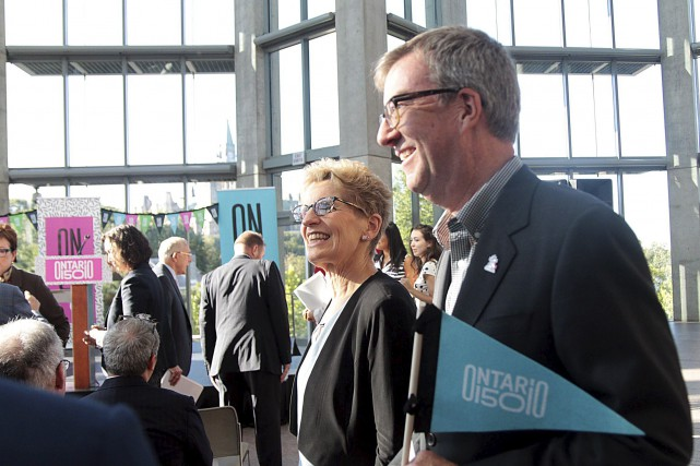 La première ministre de l'Ontario, Kathleen Wynne,en compagnie... (Etienne Ranger, LeDroit)