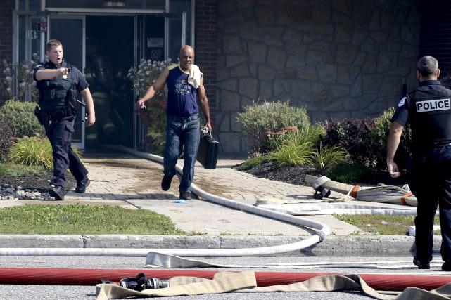 Après avoir rencontré des témoins, les policiers ont... (Patrick Woodbury, LeDroit)