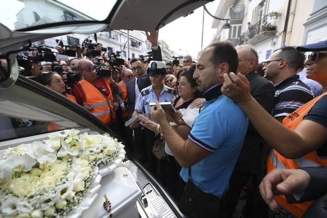 Tiziana, dont les funérailles ont eu lieu jeudi,... (Photo Ciro Fusco, ANSA via AP)