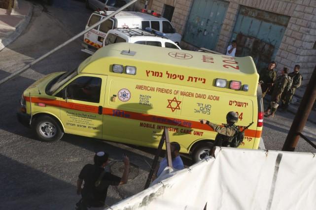Une ambulance arrive sur la scène d'une attaqueà... (PHOTO HAZEM BADER, AFP)