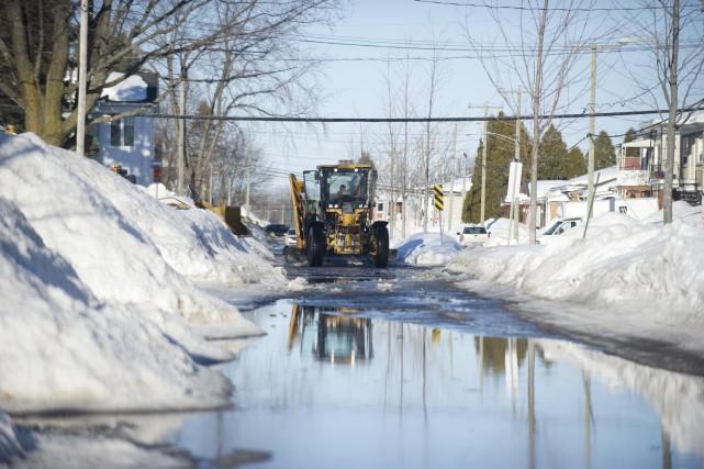Les rues étroites et des accumulations d'eau avaient... (Sylvain Mayer)