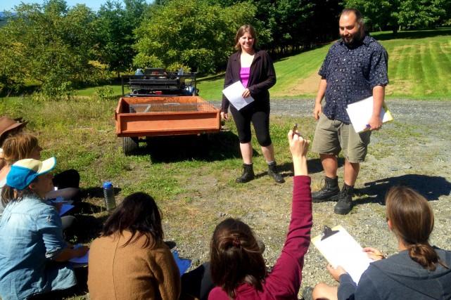 Les nouveaux gestionnaires des champs du vignoble Les... (La Tribune, Eve Bonin)