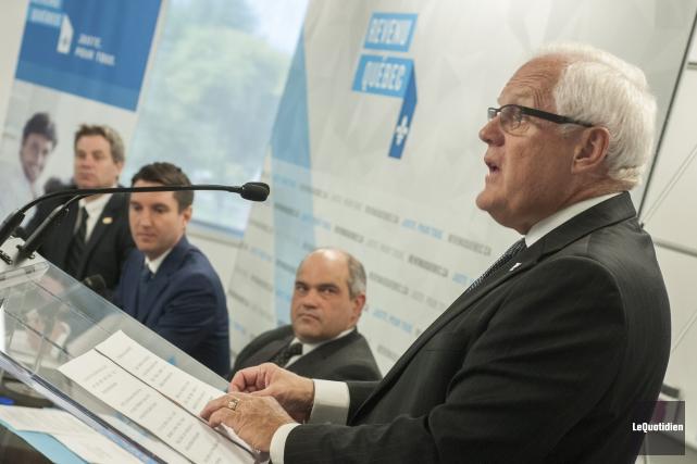 Le député Serge Simard et son collègue André... (Photo Le Quotidien, Rocket Lavoie)
