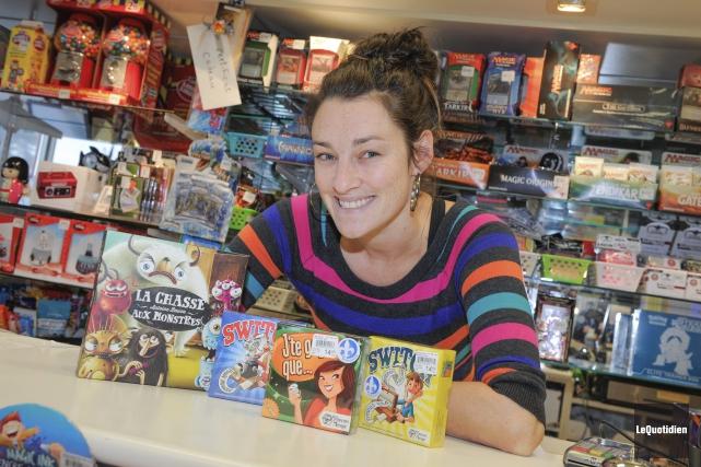 Audrey Tremblay, copropriétaire de la Galerie du jouet... (Photo Le Quotidien, Gimmy Desbiens)