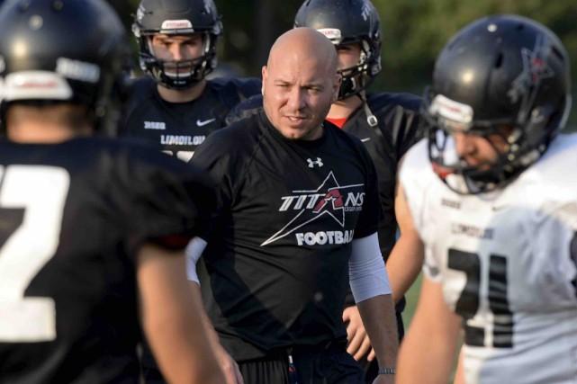 L'entraîneur-chef Dave Parent a vu ses Titansinfliger à... (Photothèque Le Soleil, Yan Doublet)