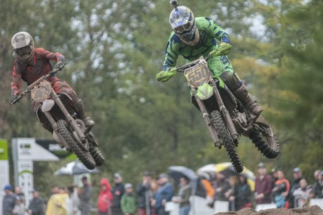 De nombreux amateurs de motocross s'étaient donné rendez-vous... (Photo Le Progrès-Dimanche, Michel Tremblay)
