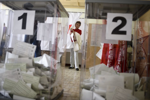 Un total de 1164 bureaux de vote ont... (Photo Anton Volk, Associated Press)