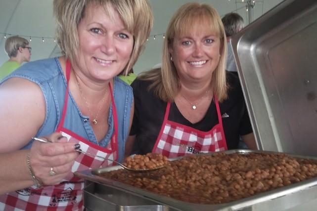 Lyne Charbonneau (à gauche) et son amie Julie... (Denis Gratton, LeDroit)