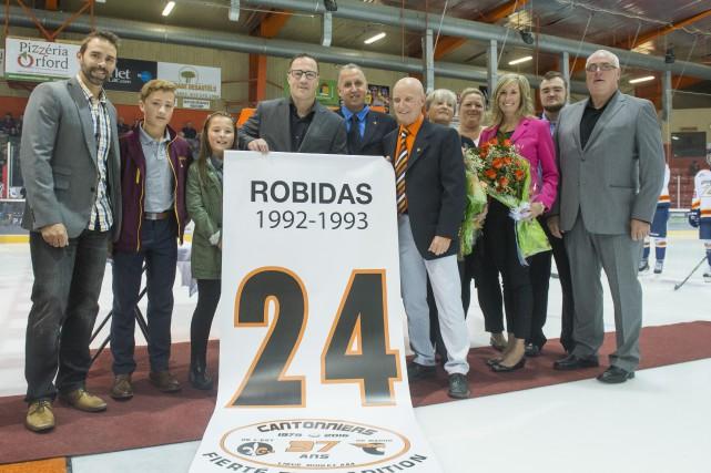 C'est accompagné de sa famille que Stéphane Robidas... (Spectre média, Julien Chamberland)