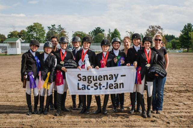 Les cavaliers du Saguenay-Lac-Saint-Jean ont combiné leurs efforts... (Photo courtoisie, Phil Bernard)