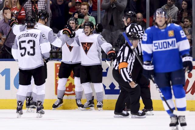 L'Équipe Amérique du Nord célèbre le but de... (Nathan Denette, La Presse canadienne)