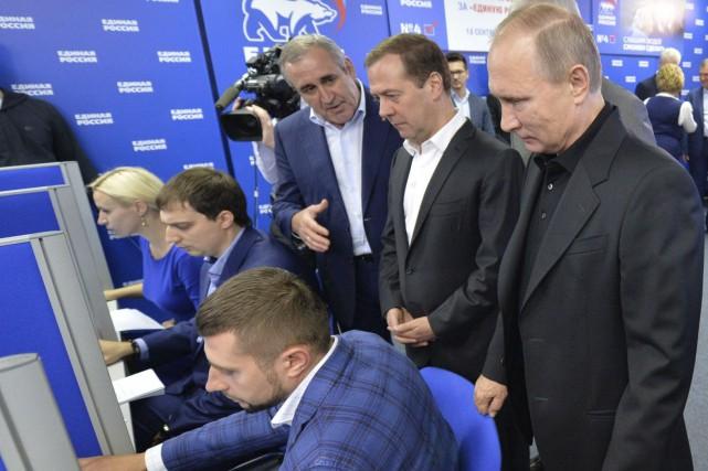 Le président russe Vladimir Poutine et le premier... (AFP, Alexei Druzhinin)
