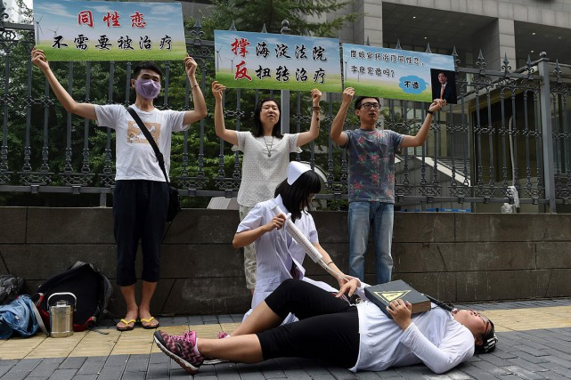 Des militants chinois dénoncent les«thérapies de conversion» des... (Photo GREG BAKER, archives AFP)