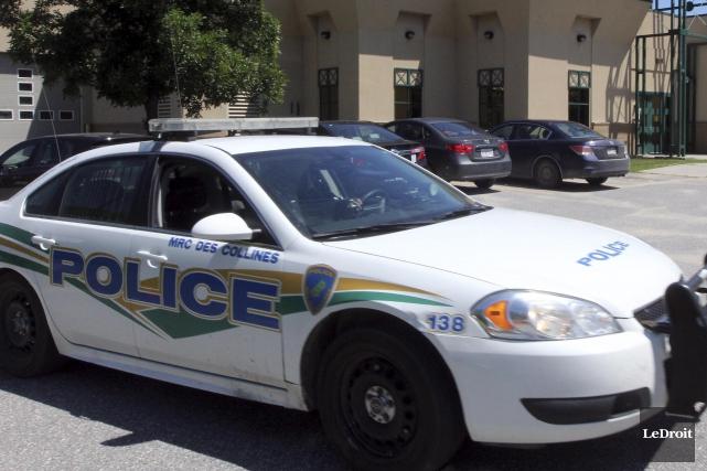 Un policier qui travaillait autrefois pour laSécurité publique... (Etienne Ranger, Archives Le Droit)