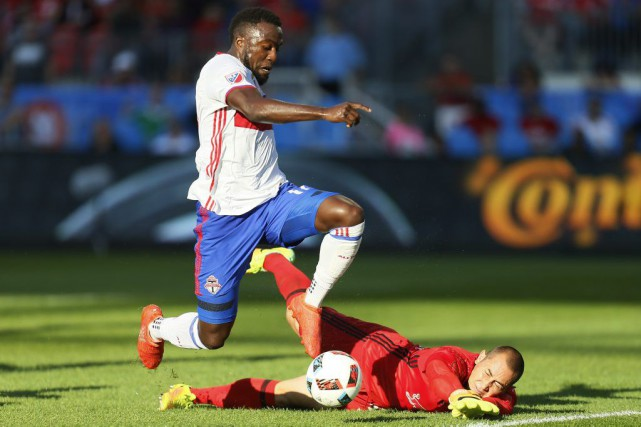 Jozy Altidore et Luis Robles... (Photo John E. Sokolowski, USA Today Sports)