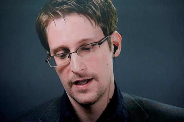 Edward Snowden est apparu sur un moniteur lors... (PHOTO BRENDAN MCDERMID, REUTERS)