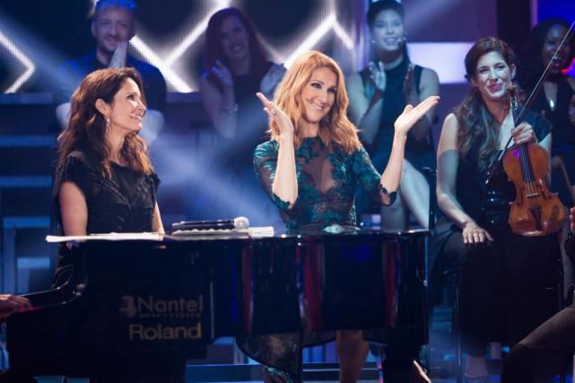 Aux côtés de l'animatrice France Beaudoin, Céline Dion... (Photo fournie par ICI Radio-Canada)