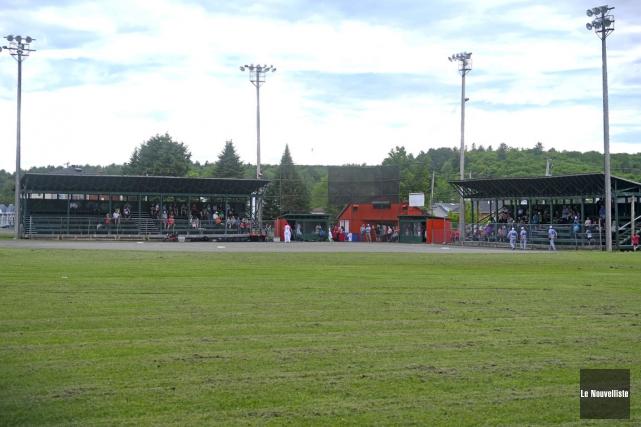 Le stade de baseball actuel à Saint-Tite sera... (Stéphane Lessard, Le Nouvelliste)