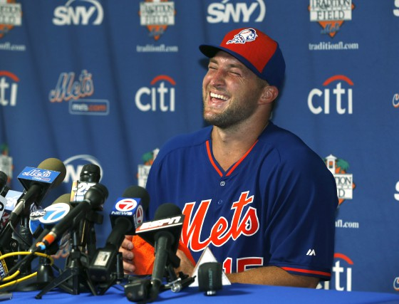 Tim Tebow s'apprête à relever un nouveau défi... (Associated Press)