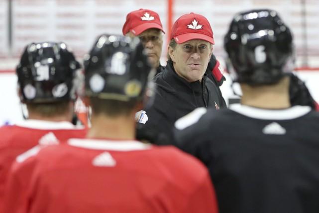 Mike Babcock , l'entraîneur-chef de l'équipe Canada.... (Le Droit)