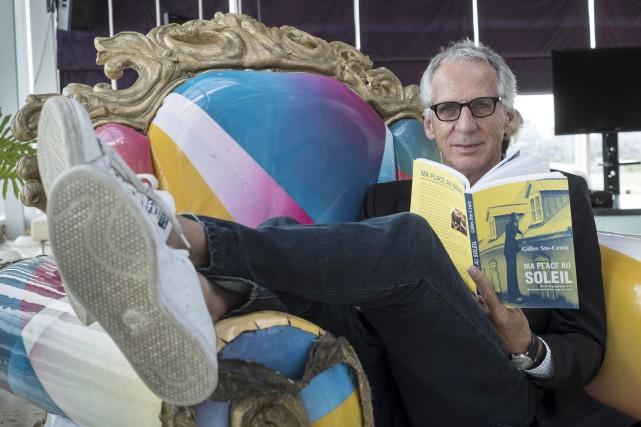 Avec son livre, le cofondateur du Cirque du... (La Presse Canadienne, Paul Chiasson)