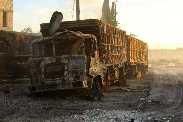 Au moins 18 des 31 véhicules du convoi... (photo Ammar Abdullah, REUTERS)