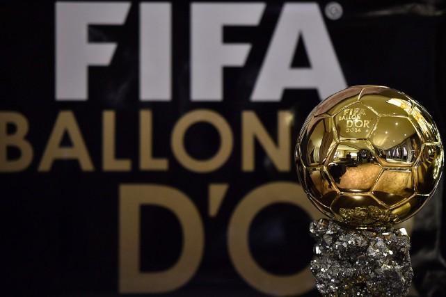 Le Ballon d'orrécompense depuis 2007 le meilleur joueur... (Photo FRANCK FIFE, archives AFP)