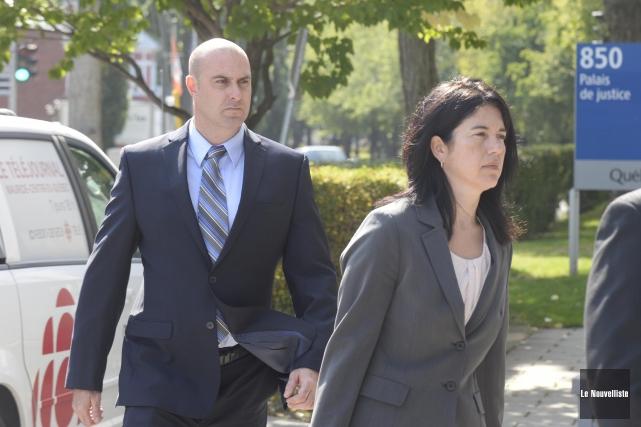 Les avocats assurant la défense des quatre policiers trifluviens accusés... (Sylvain Mayer, Le Nouvelliste)