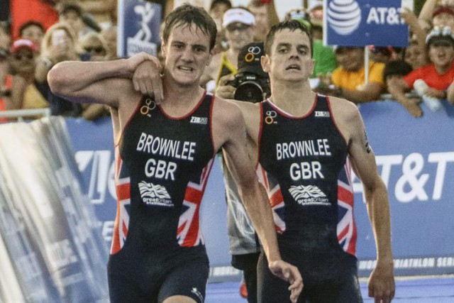 Alistair Brownlee et Jonathan Brownlee.... (PHOTO ELIZABETH RUIZ, AGENCE FRANCE-PRESSE)