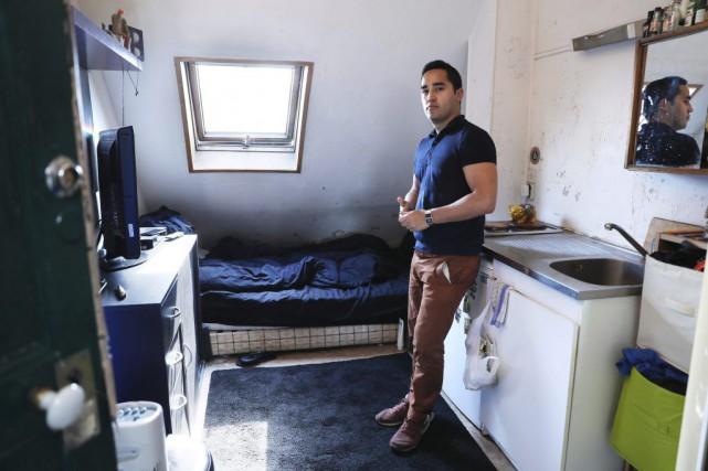 Ivan Lopez dans sa chambre de 6,8 m2... (PHOTO AFP)